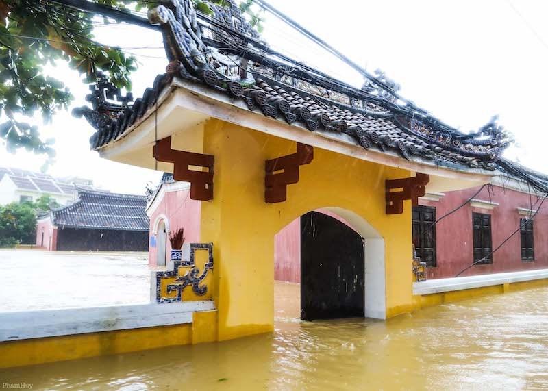 chùm ảnh về ngập lụt do bão tại hội an, hội an ngập lụt nặng nề