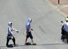 Người dân tìm cách sống chung với nắng nóng