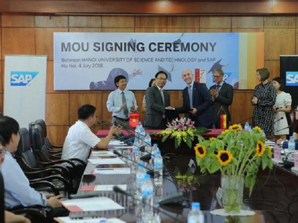 Lễ ký kết biên bản ghi nhớ giữa SAP và ĐH Bách khoa Hà Nội