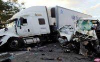 Hiện trường vụ tai nạn. Xe khách quay ngược đầu với hướng lưu thông ban đầu