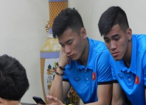 Tuyển Việt Nam mệt nhoài khi đến Philippines khi mất nguyên ngày di chuyển