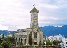 Khám phá nhà thờ đá Nha Trang