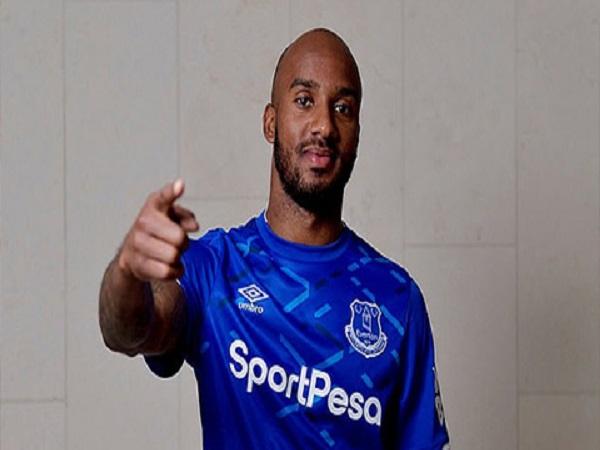 Bán Delph cho Everton, Man City có lãi
