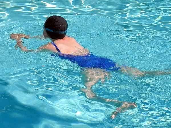 Mơ thấy bơi lội đánh con gì chính xác?